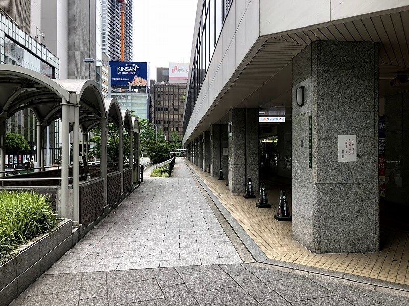 大阪駅前第4ビルの西側