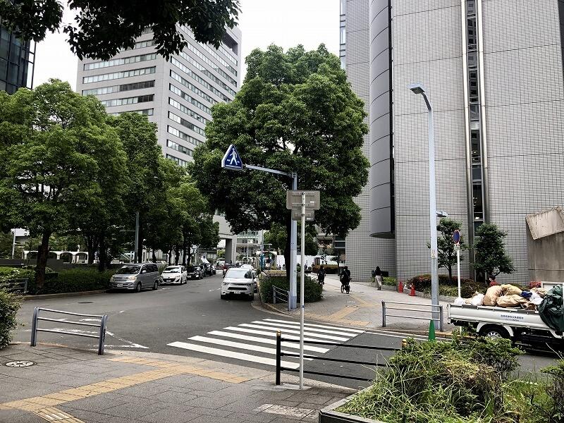 大阪駅前第4ビル西側交差点