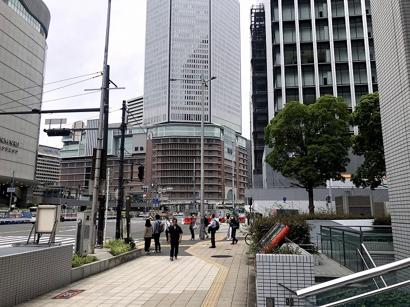 JR大阪前前の交差点